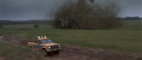 https://thewolfmancometh.files.wordpress.com/2011/05/twister-movie-jan-de-bont-car-barn-destruction.jpg?w=474