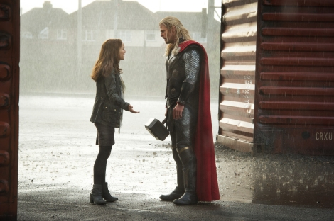 thor the dark world natalie portman chris hemsworth rain