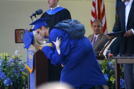 the amazing spider-man 2 emma stone andrew garfield graduation kiss
