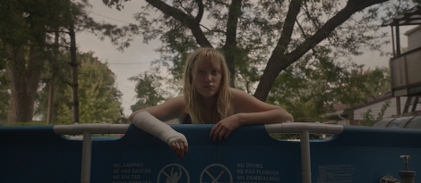 it follows movie maika monroe pool