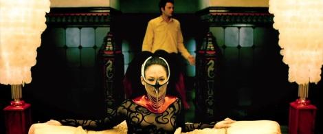 the-cell-movie-jennifer-lopez-mask-vince-vaughn